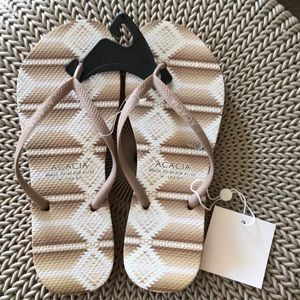 Acacia swimwear slippers flip flops 8/9 as is